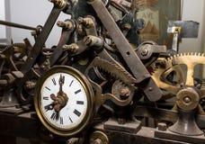 Stary zegarowy mechanizm, czas, za, teraźniejszość, przyszłość fotografia stock