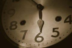 Stary zegaru wiatru zbliżenia czas przy 6 o ` zegaru rocznikiem Obrazy Royalty Free