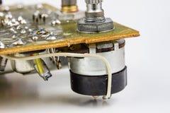 Stary zintegrowany - obwody w analogowym radiowym odbiorcy Oporniki, obrazy royalty free