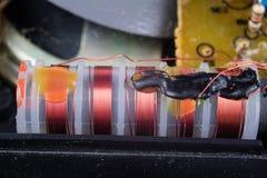 Stary zintegrowany - obwody w analogowym radiowym odbiorcy Oporniki, zdjęcie stock