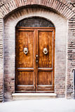Stary zniszczony drzwi Toskański dom Obraz Royalty Free