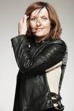 starzejąca się czarny szczęśliwa kurtki środka kobieta Zdjęcia Stock