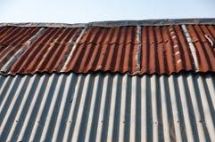 Starzejąca się ośniedziała stara cyna dachu żelaza metalu tekstura Fotografia Royalty Free