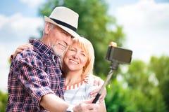 Starzejąca się para cieszy się each inny obrazy royalty free