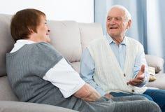 Starzejąca się para cieszy się wieczór Fotografia Stock