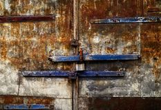 Starzejący się żelazny tło z ośniedziałą teksturą, przestrzeń dla teksta fotografia royalty free