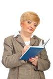 starzejący się agendy bizneswomanu środek pisze Obrazy Stock