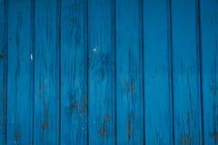 Starzejący się błękitny drewniany drzwi, stara błękitna farba zdjęcia stock