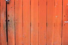 Starzejący się szorstki brąz textured drewno dla naturalnego drewnianego ogrodzenia, podłogowego lub ściennego panelu deski tła,  zdjęcie royalty free
