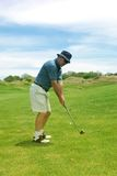 starzeję ludzi golfa bliskim grać Obraz Stock