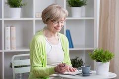 starzenie się szczęśliwa kobieta centralna Zdjęcie Stock