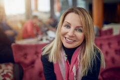 starzenie się atrakcyjna kobieta centralna Fotografia Royalty Free