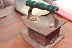 Starzy żelaza - antykwarski rocznika styl fotografia royalty free