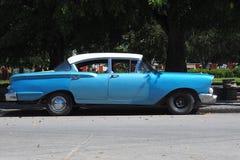 Starzy amerykańscy samochody w Kuba Zdjęcia Royalty Free