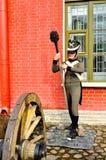 Starzy artyleria pistolety blisko Naryshkin bastionu Peter i Paul forteca z wosk statuami Rosyjscy żołnierze, St Petersburg, Russ Zdjęcia Stock