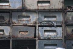 Starzy asortymentu metalu pudełka Zdjęcie Royalty Free