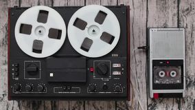 Starzy audio gracze, technologia postępu pojęcie Retro taśma pisaki zbiory