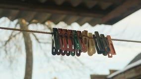 Starzy barwioni clothespins zdjęcie wideo