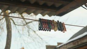 Starzy barwioni clothespins zbiory wideo