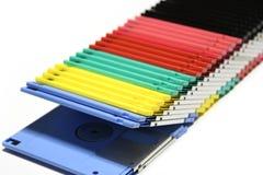 Starzy barwioni komputerowi opadający dyski odizolowywający na białym tle zdjęcia stock