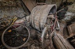 starzy bicykle w lochu zdjęcie stock