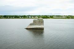 Starzy Bridżowi pilony na St John rzece Fredericton, Kanada - obraz stock