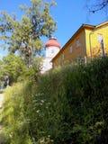 Starzy budynki blisko ?wi?tyni na Solovki Solovetsky wyspy, Arkhangelsk region, Bia?y morze obraz stock