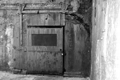 Starzy bunkierów drzwi przy Piaskowatym haczykiem Nowym - bydło Zdjęcia Stock