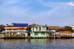Starzy Chao Phraya Rzeczni Tajlandzcy tradycyjni domy Obraz Royalty Free