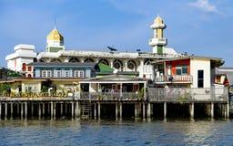Starzy Chao Phraya Rzeczni Tajlandzcy tradycyjni domy Fotografia Stock