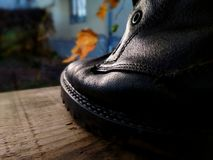 Starzy czarni rzemienni buty fotografia royalty free