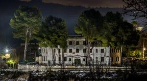 Starzy domów koszary straż obywatelska, przy samolotami Alicante, Hiszpania zdjęcie royalty free