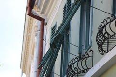 Starzy domowi okno w miasteczku zdjęcie royalty free