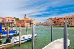 Starzy domy i łodzie przy kanału ot wyspa Murano Fotografia Stock