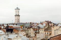 Starzy domy i górują historyczny miasto Lvov Ukraina, widok Fotografia Stock