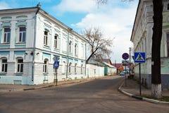 Starzy domy na ulicie w Gorodets, Rosja obrazy royalty free