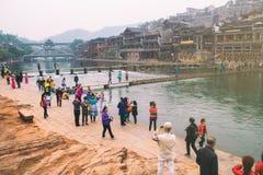 Starzy domy w Fenghuang okręgu administracyjnym na Oct 22, 2013 w Hunan, Chiny Antyczny miasteczko Fenghuang dodawał UNESCO świat Obrazy Stock