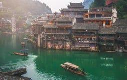 Starzy domy w Fenghuang okręgu administracyjnym na Oct 22, 2013 w Hunan, Chiny Antyczny miasteczko Fenghuang dodawał UNESCO świat Fotografia Stock