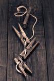Starzy drewniani czopy na drewnianym stole Fotografia Stock