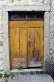 Starzy drewniani drzwi z szkło wierzchołka okno Obrazy Stock