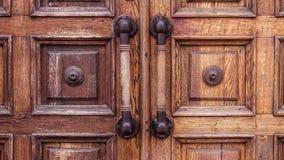 Starzy drewniani duzi drzwi z scuffs w muzeum fotografia royalty free