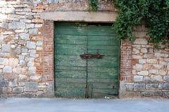 Starzy drewniani garaży drzwi zdjęcie stock