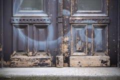 Starzy drzwi, rękojeści, kędziorki, kratownicy i okno obrazy royalty free