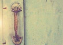 Starzy drzwi, rękojeści, kędziorki, kratownicy i okno, obrazy royalty free