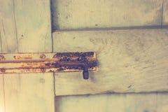 Starzy drzwi, rękojeści, kędziorki, kratownicy i okno, obraz royalty free
