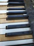 Starzy fortepianowi klucze, muzyczny tło obrazy royalty free
