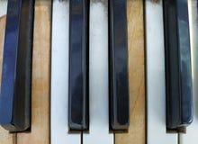 Starzy fortepianowi klucze, muzyczny tło fotografia stock