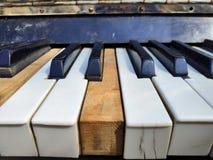 Starzy fortepianowi klucze, muzyczny tło obrazy stock