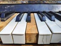 Starzy fortepianowi klucze, muzyczny tło obraz royalty free