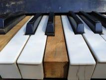 Starzy fortepianowi klucze, muzyczny tło obraz stock